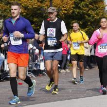 Kolega Milan Roskopf hrdo reprezentujúci značku VUKI na jubilejnom 90. ročníku Medzinárodného maratónu 2014